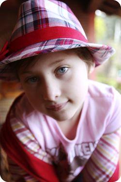 Ava hat