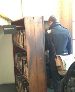 London 13 Am AF bookcase