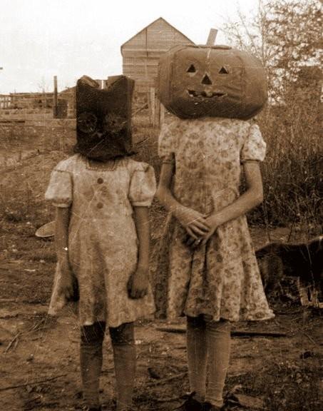 Vinatge Halloween pic 2 girls