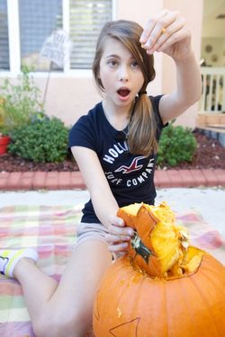 Halloween carving pumpkin M