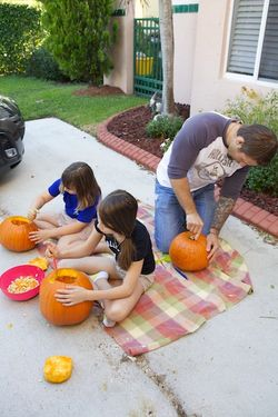 Halloween carving pumpkins 3