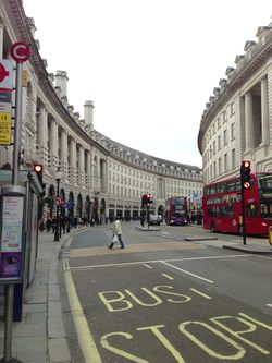 London 13 Piccadilly Sq lane