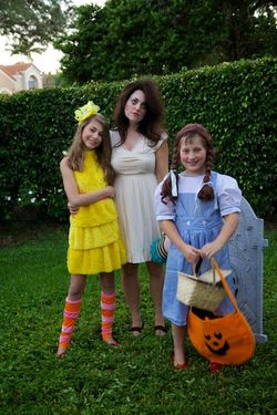 Halloweeen mom and girls