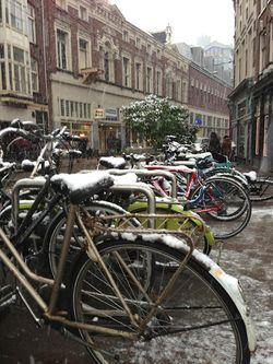 London 13 Am snowy bike